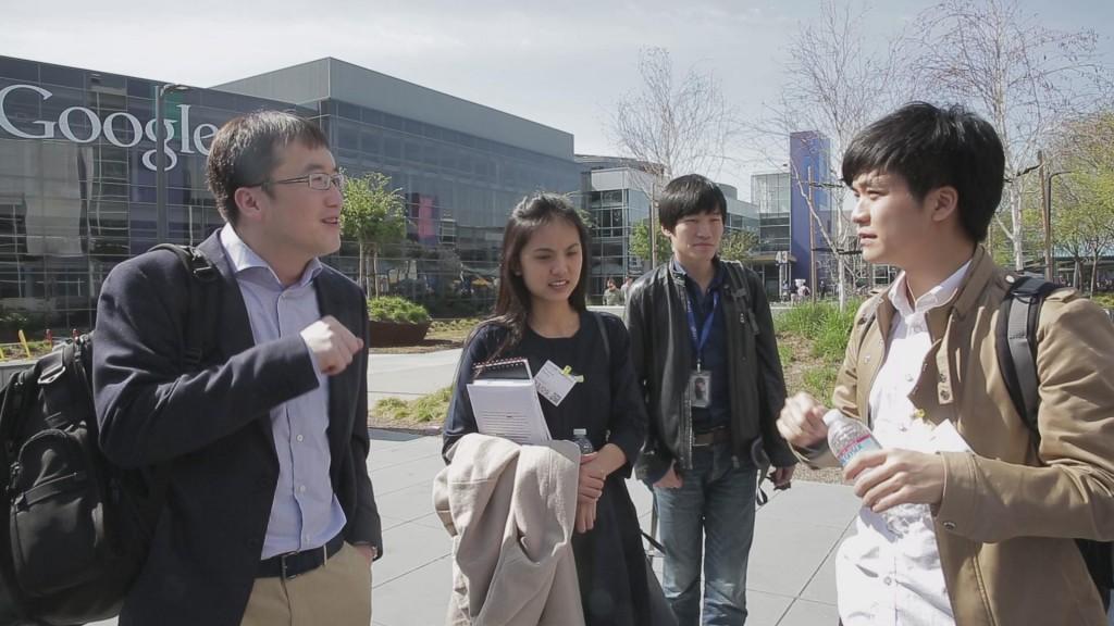 大客户部门经理邓辉带领大家参观google美国园区,并介绍企业内部文化
